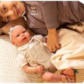 ¿Estás buscando una mejor amiga para tu peque? 👭  A nuestra dulce y simpática Reborn Ariel de @munecasarias le encanta su muñequito y que jueguen con ella. Además, viene con su propia mantita calentita y suave para arroparla amorosamente cuando llegue la hora de dormir 💜  Con sus 45 centímetros la pequeña bebé reborn Ariel es un bebé muy realista con el cuerpo blandito y las extremidades en vinyl 📏  #alananitanana #tiendaonline #puericultura #españa #mamaprimeriza #instababy #instamom #instadad #maternidad #paternidad #babiesofinstagram #embarazo #juguetes #muñecasarias #reborn #rebornespaña #rebornbaby